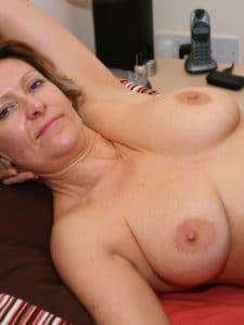 Femme mature et cougar à gros seins